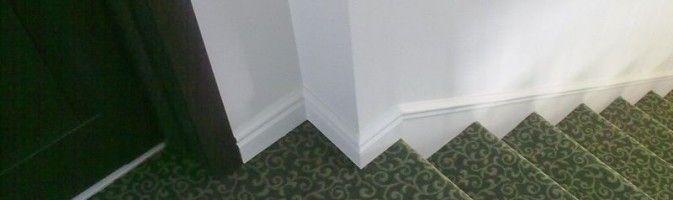 Лестница, отделанная ковролином