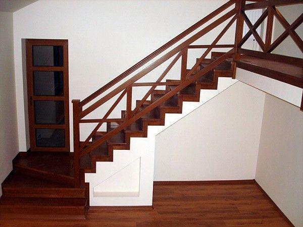 Деревянный поручень для лестницы