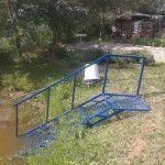 Лестница для спуска в пруд