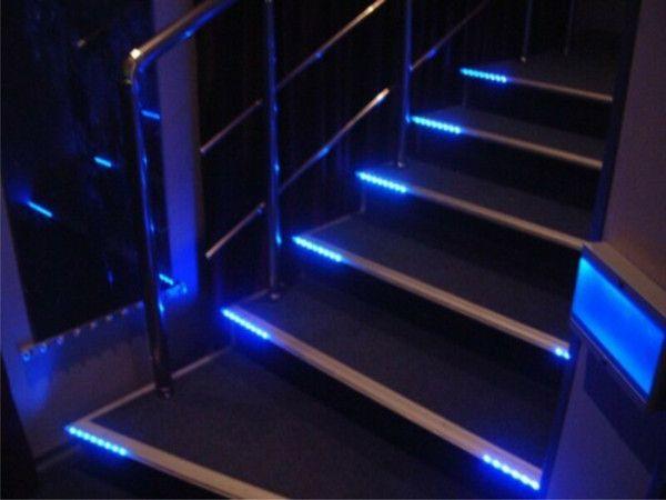 лестница с светодиодной лентой