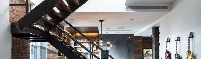 Лестница в домашнем интерьере: ключевая фигура и связующее звено