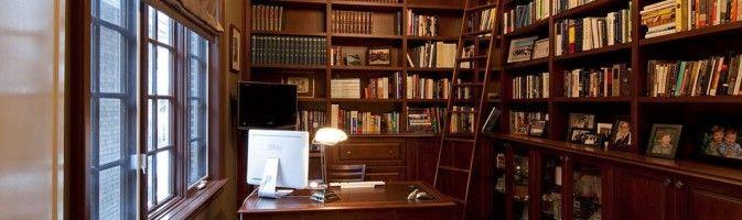 Как подобрать лестницу для домашней библиотеки