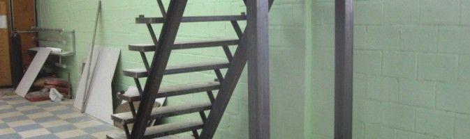 Как сделать приставную лестницу из профильной трубы своими руками