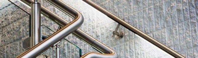 Как выбрать и установить лестничное ограждение