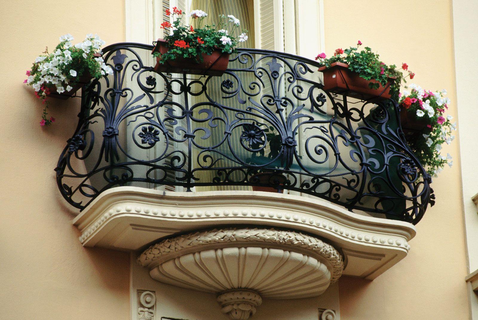 Фотогалерея: кованые балконы.