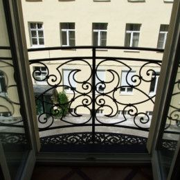 Очарование маленьких цветочных балкончиков
