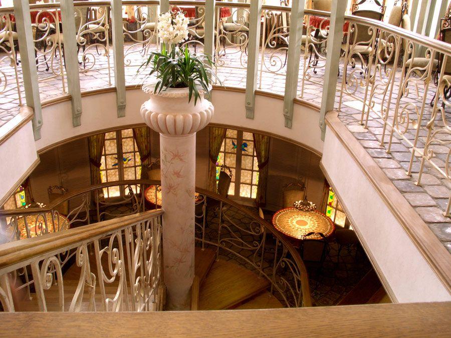 Стилевое единство: лестница в дизайне интерьера