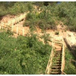 лестница к реке