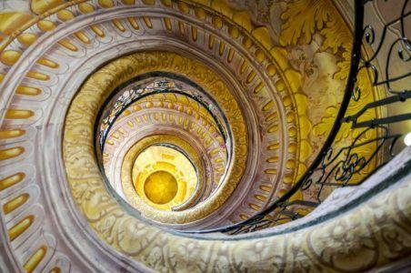 Винтовая лестница с решеткой Roccoco