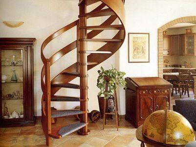 Винтовая лестница в стиле кантри