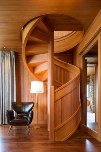 Винтовая лестница в стиле кантри с люком