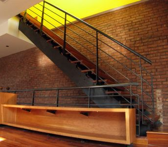 Лестница в стилелофт из дерева и стали