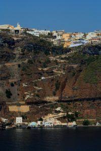 Знаменитая в мире лестница вулканического Санторини