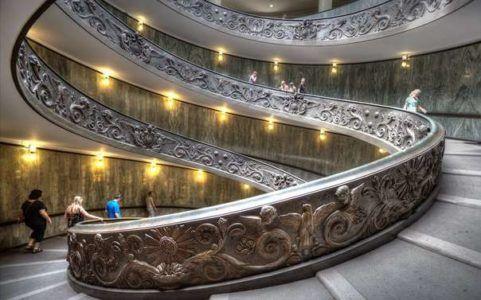 Реплика оригинальной лестницы Браманте