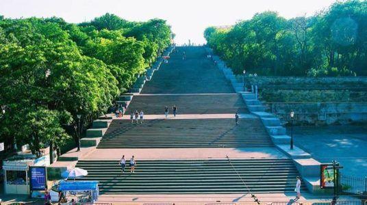 Потёмкинская лестница в Одессе, вид снизу