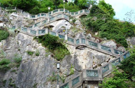 Крутой подъем замковой горы