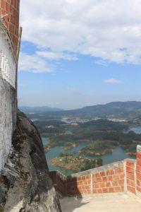 Вид со скалы Эль-Пеньон-де-Гуатапе