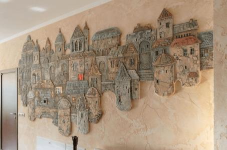 город на стене