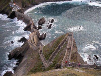 Лестница на острове Сан-Хуан-де-Гастелугаче
