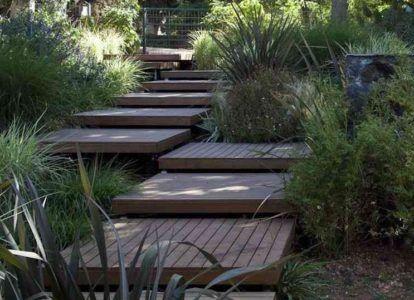 деревянная лестница на даче