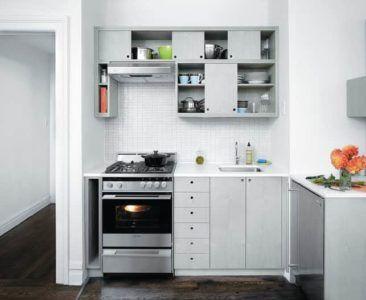Светлая маленькая кухня в современном стиле